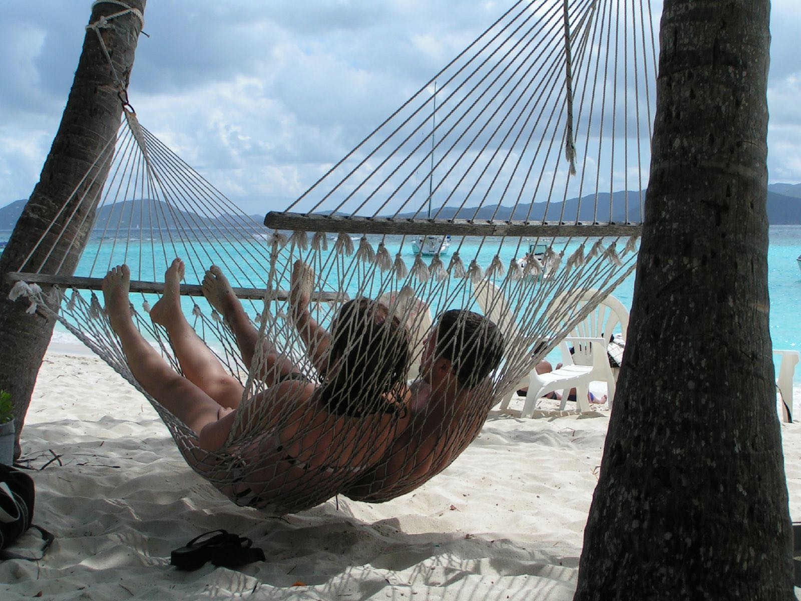 Couple_in_Hammock