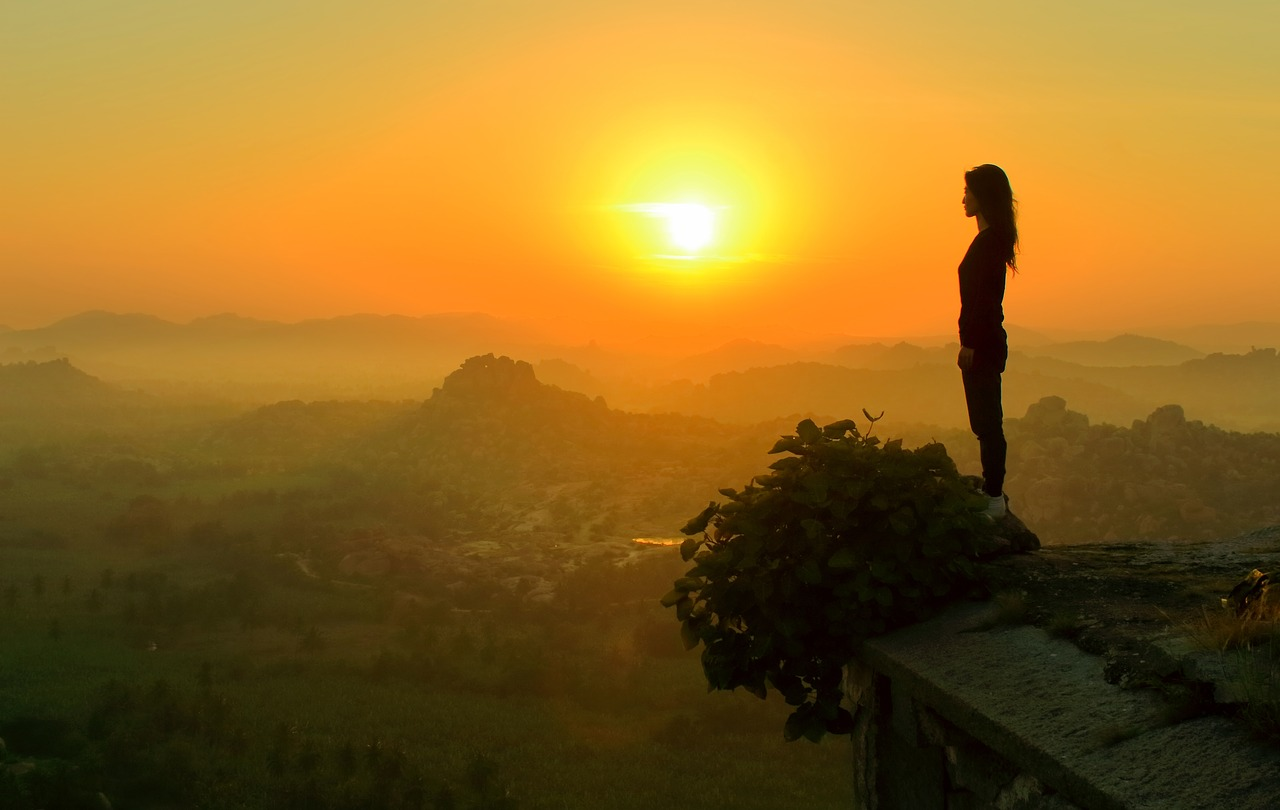 India_Indian_girl_morning sunrise_mountain_PD