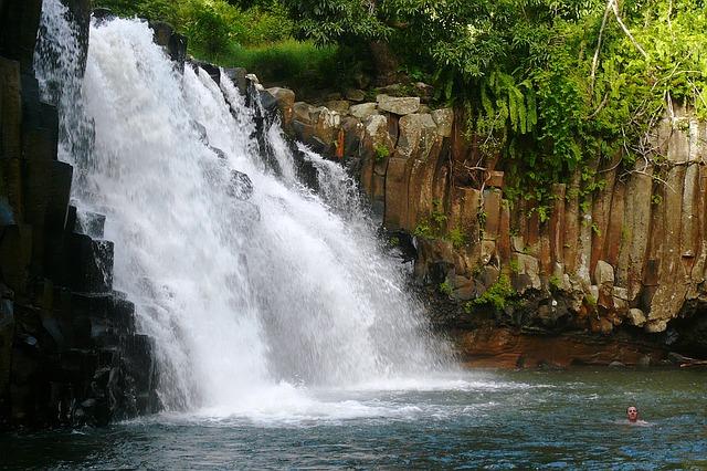 Waterfall in Mauritius_PD