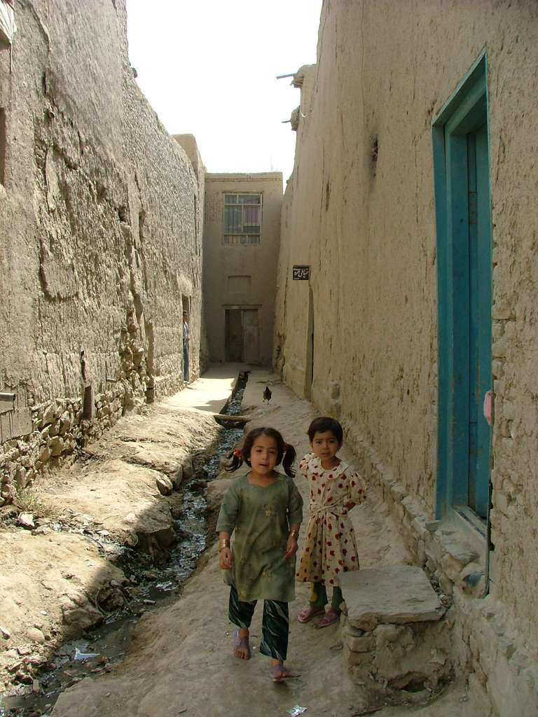 children-mud-houses-kabul-poverty