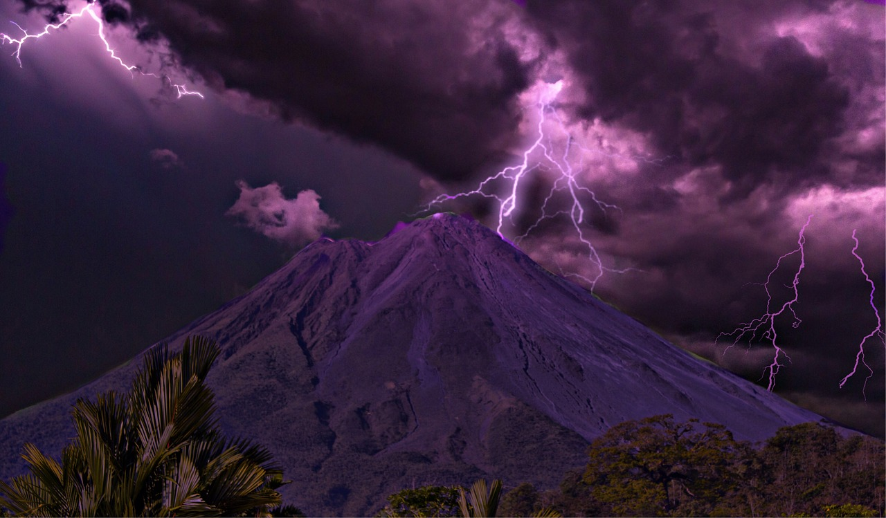 volcan arenal_costa rica travel guide_PD