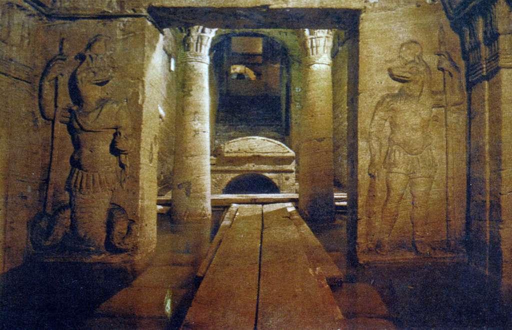 1200px-113kom_el_shoqafa_catacombs_CC