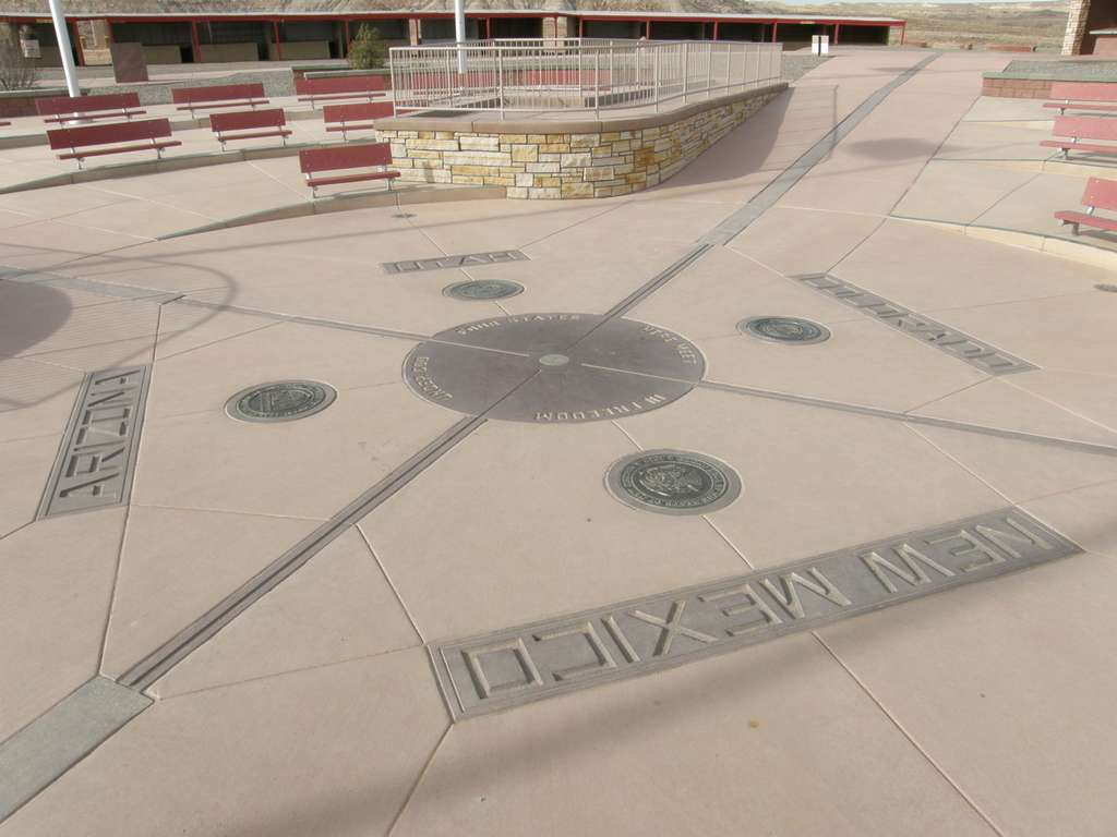 1200px-four_corners_nm_reconstructed_monument_in_2010_CC