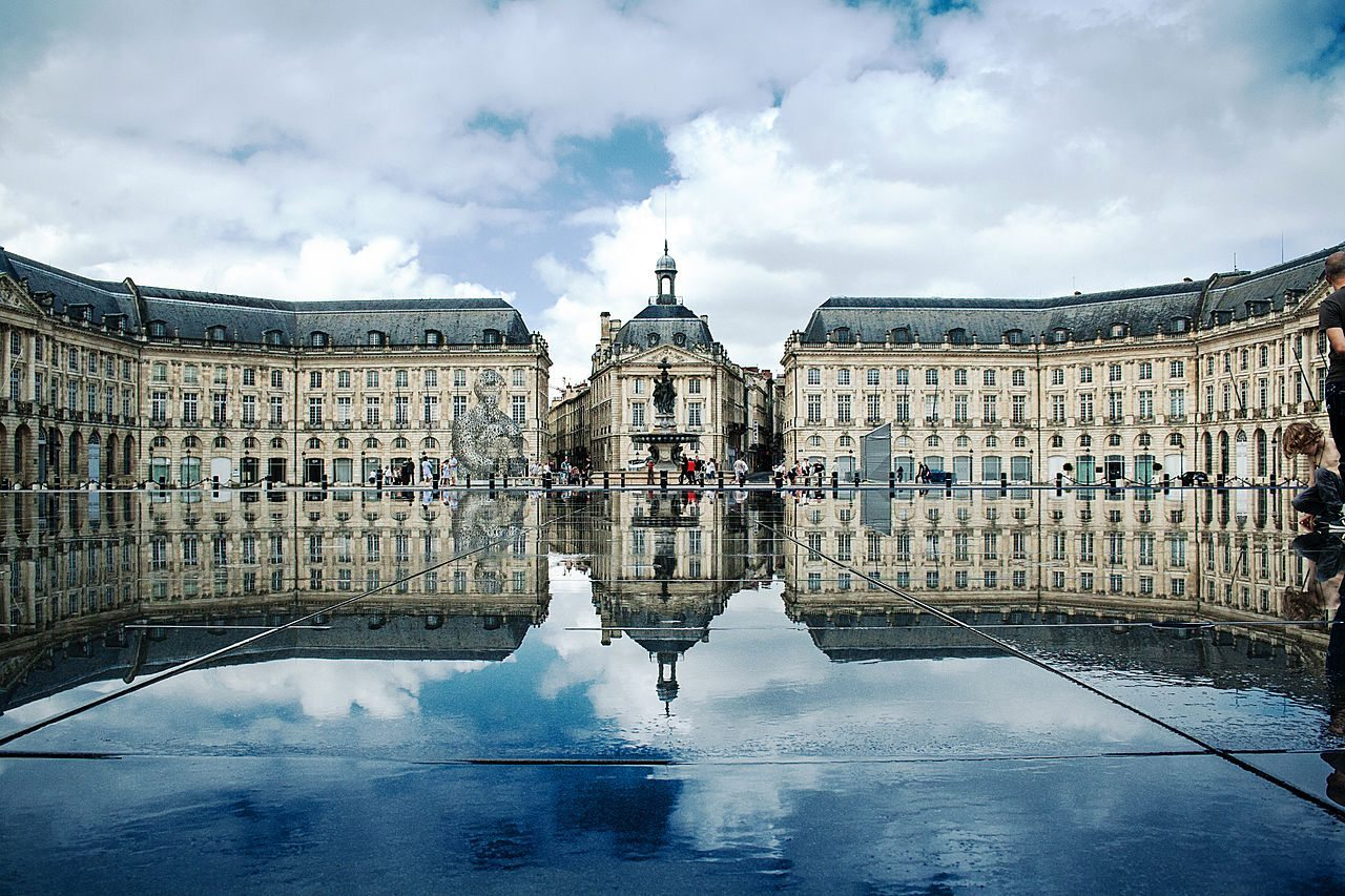 Place_de_la_Bourse_Bordeaux_Shopping destination in France