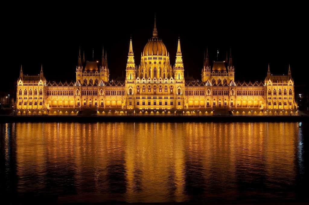 hungarian-parliament-budapest_PD