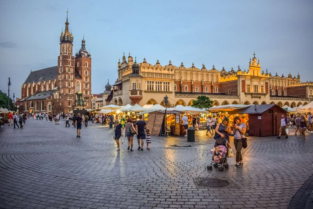 krakow-town-square-city_PD