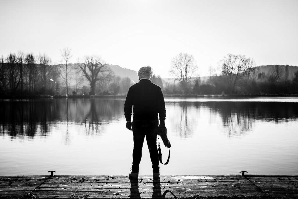 minimal-person-lake-reflect-me_PD