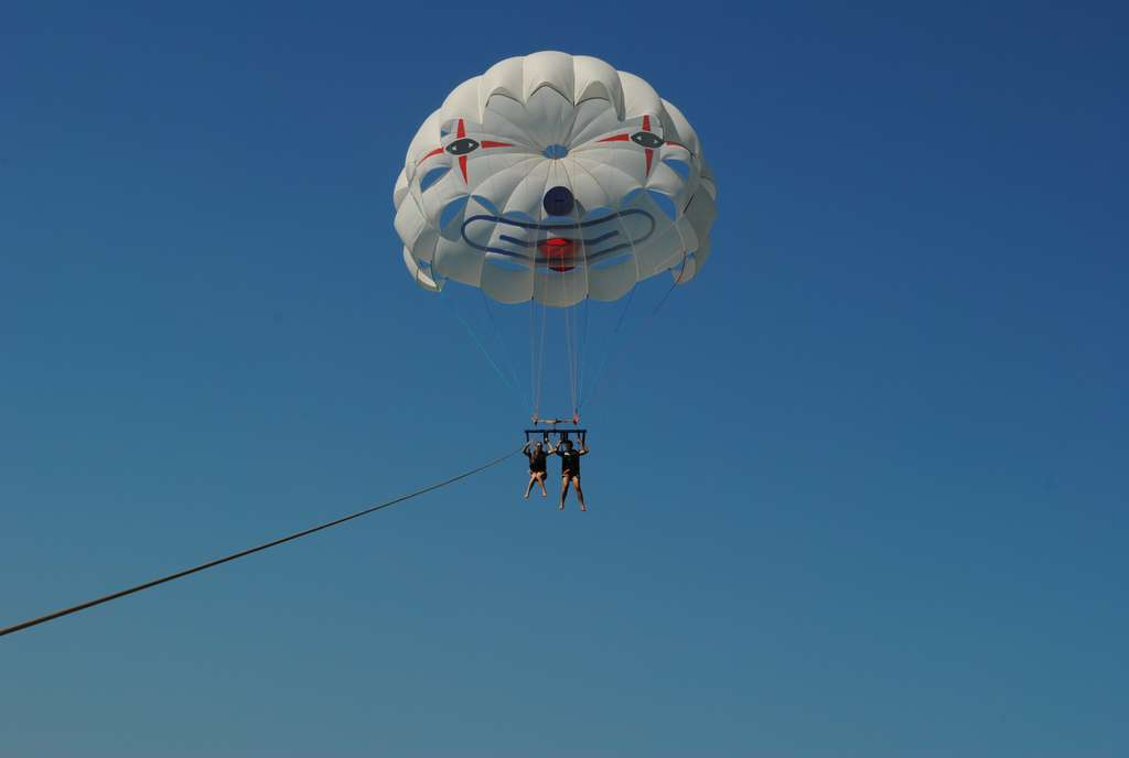 parasailing-summer-sun-action_PD