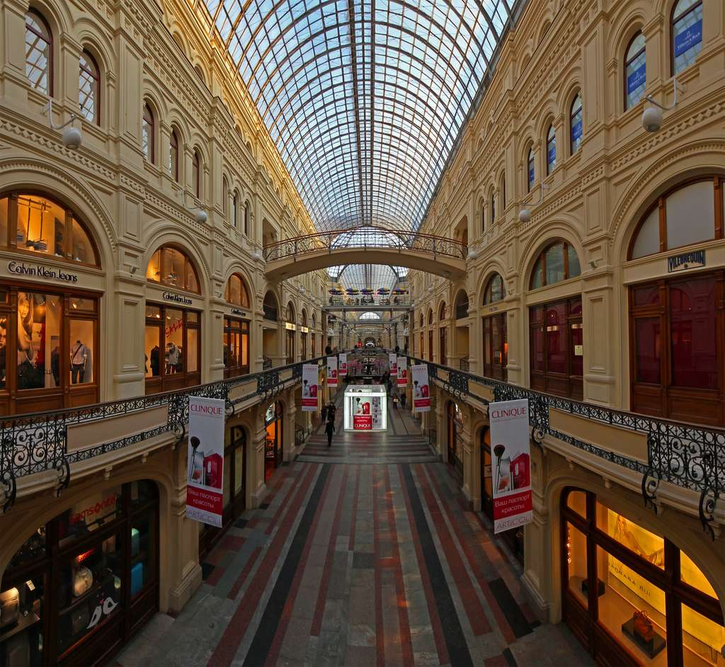 1024px-moscow_gum_middle_line_view_from_2nd_floor_CC