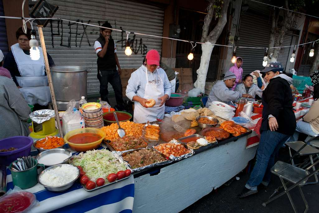 1024px-street_food_vendors_mexico_img_CC