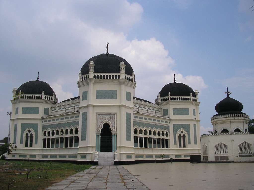 Great_mosque_medan_indonesia_CC