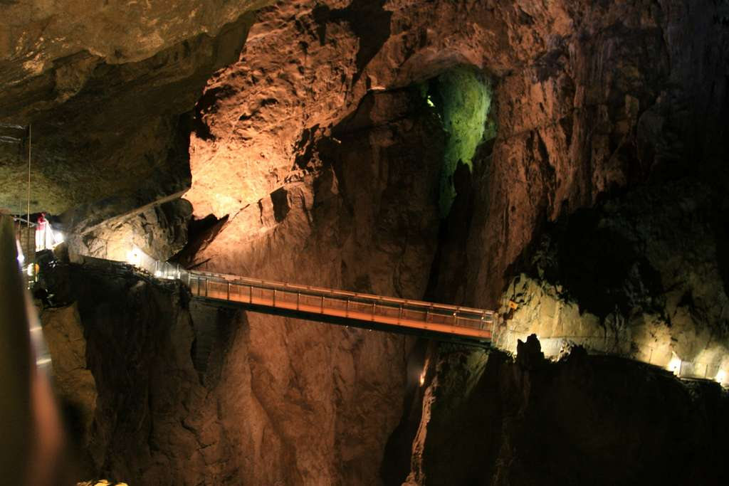 Image_Bridge_Inside_Skocjan_Caves_Slovenia_CC