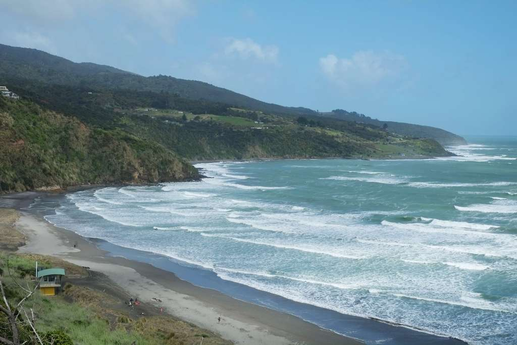 Image_Manu_Bay_Raglan_New_Zealand_PD