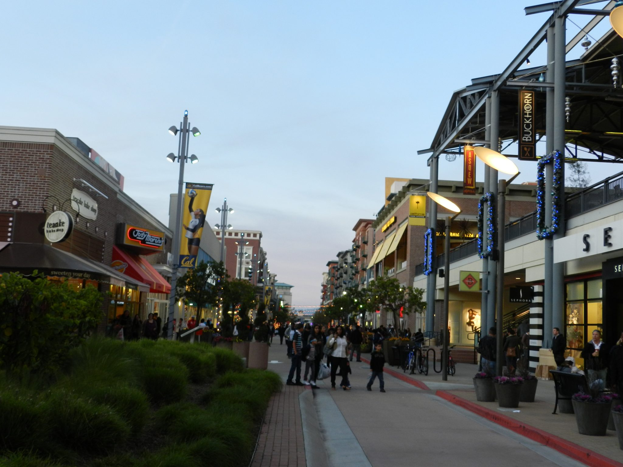 Image_bay_street_shopping_mall_emeryville_California_CC