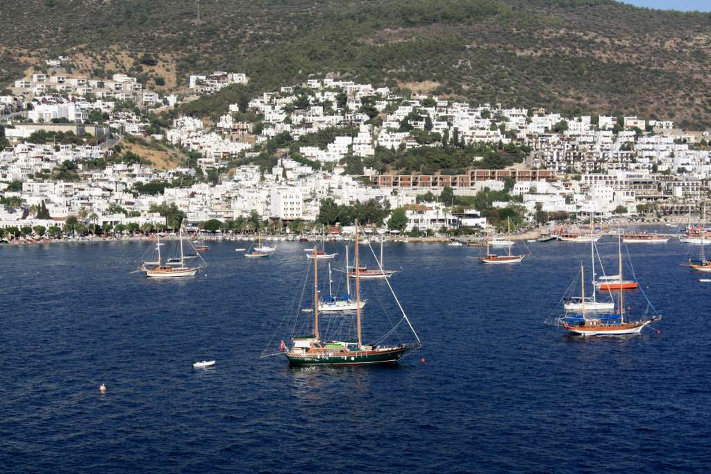 bodrum-turkey-the-coast-ships-sea_PD