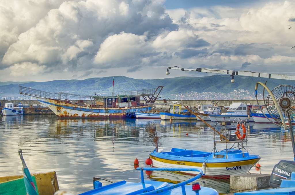 harbor-fishing-village-stormy_PD
