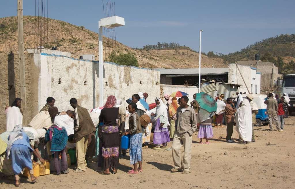 image_at_the_bus_axum_ethiopia_CC