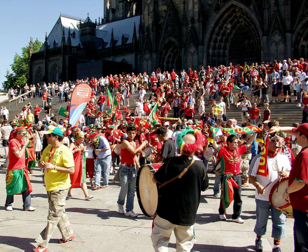 image_fans_of_the_portuguese_national_football_team_in_cologne_CC