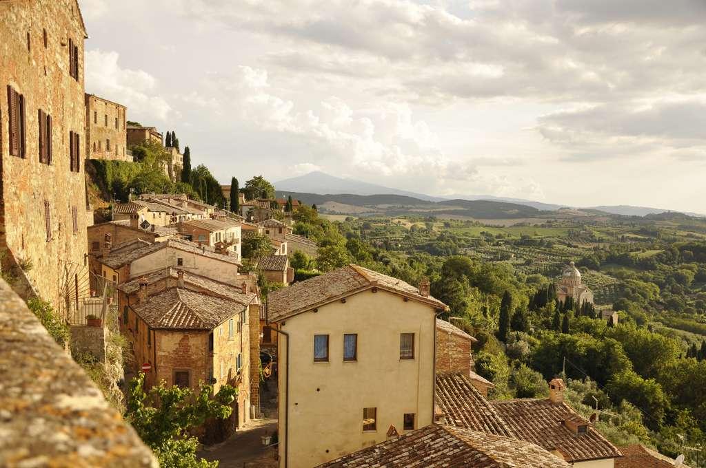 italy-tuscany-holidays-travel-town_PD