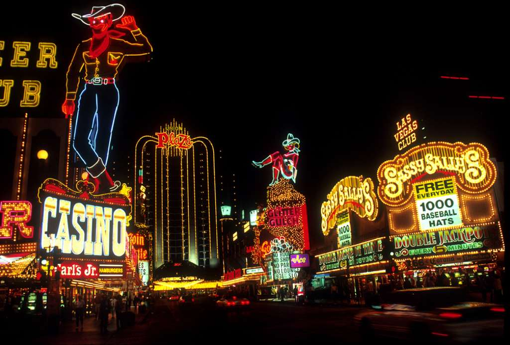 las-vegas-night-time-neon-lights_PD