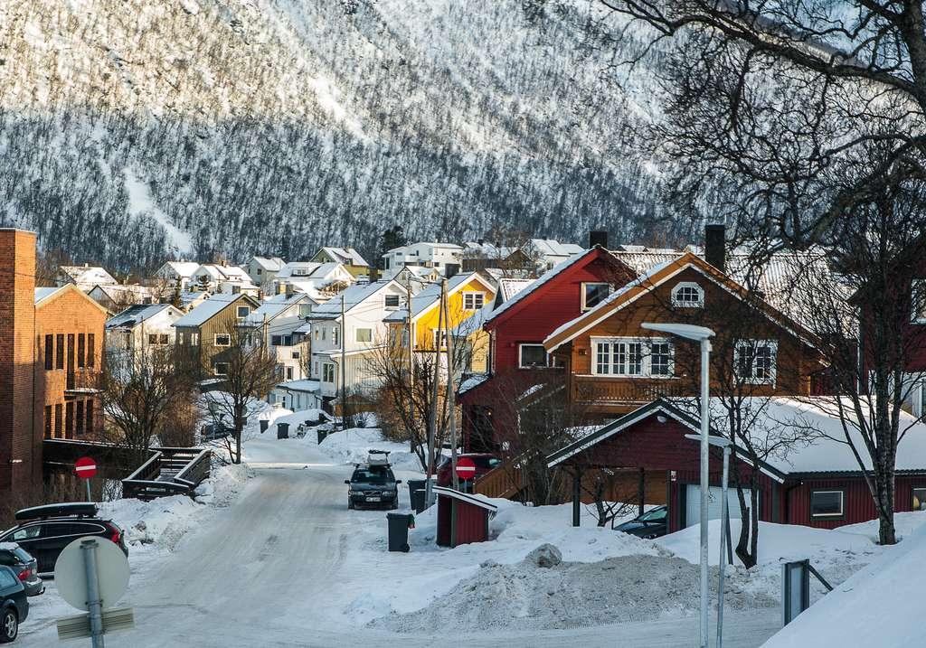norway-lapland-tromso-fjord_PD