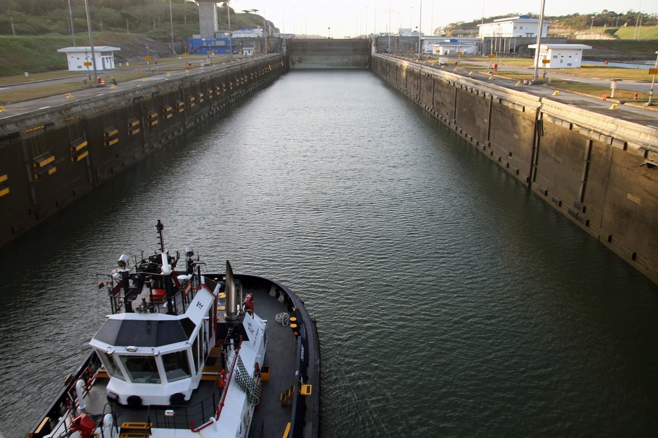 Panama canal crossing_PD