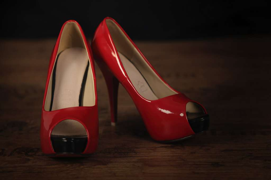 parquet-shoes-pumps-red_PD