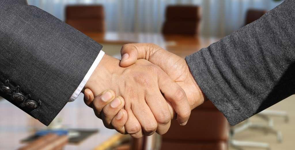 shaking-hands-handshake-hands_PD