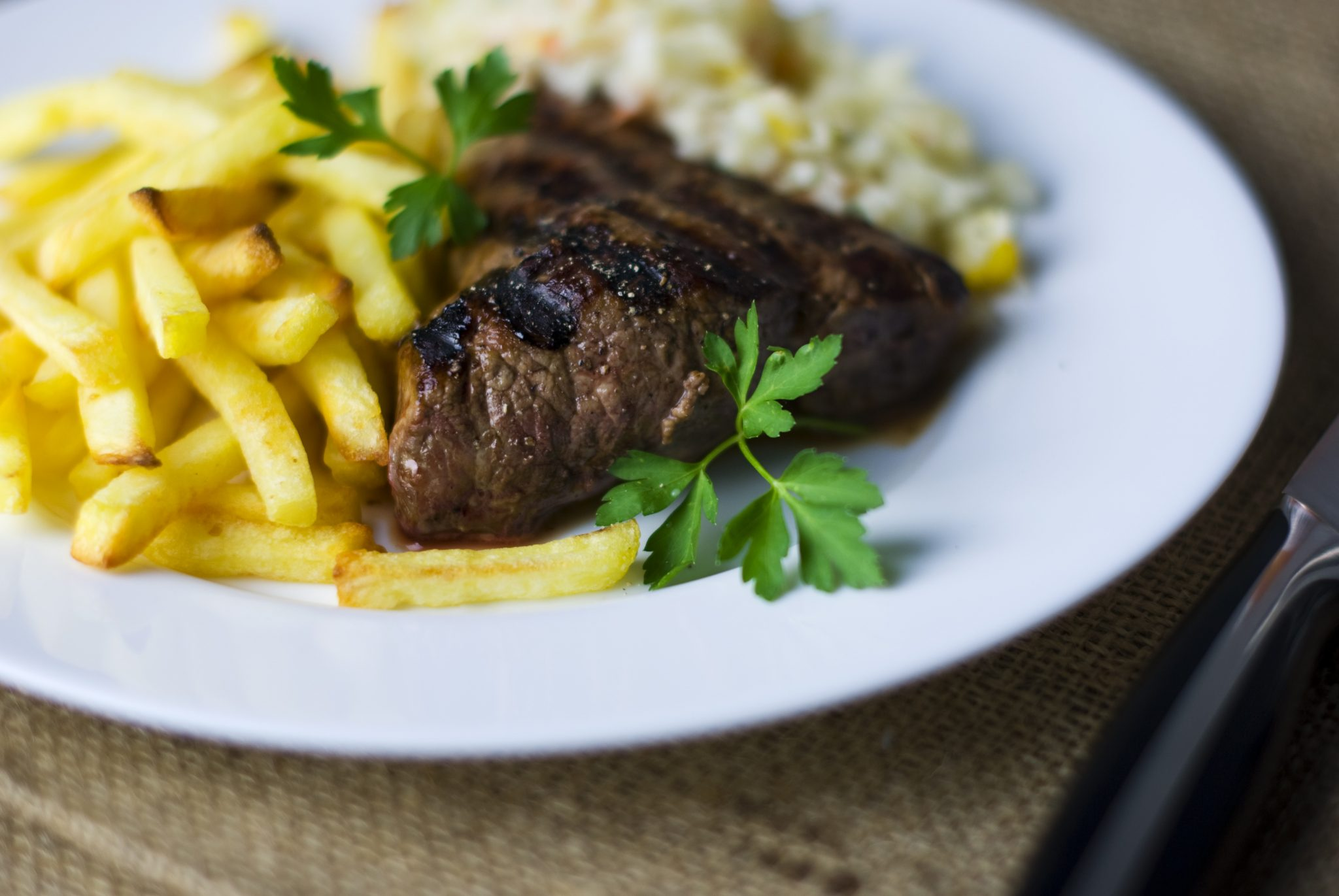 steak-french-fries-beef-salad_PD