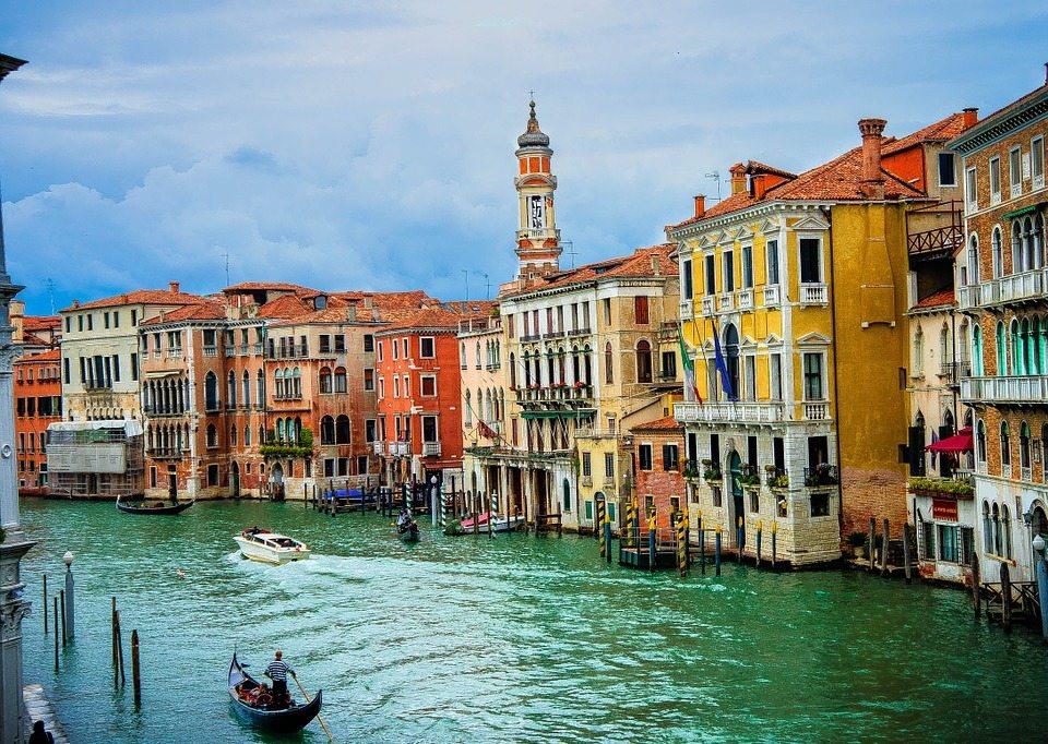 Hotel_Ca_Sagredo_Grand_Canal_Rialto_Venice_Italy_Venezia_Creative_Commons_by_gnuckx