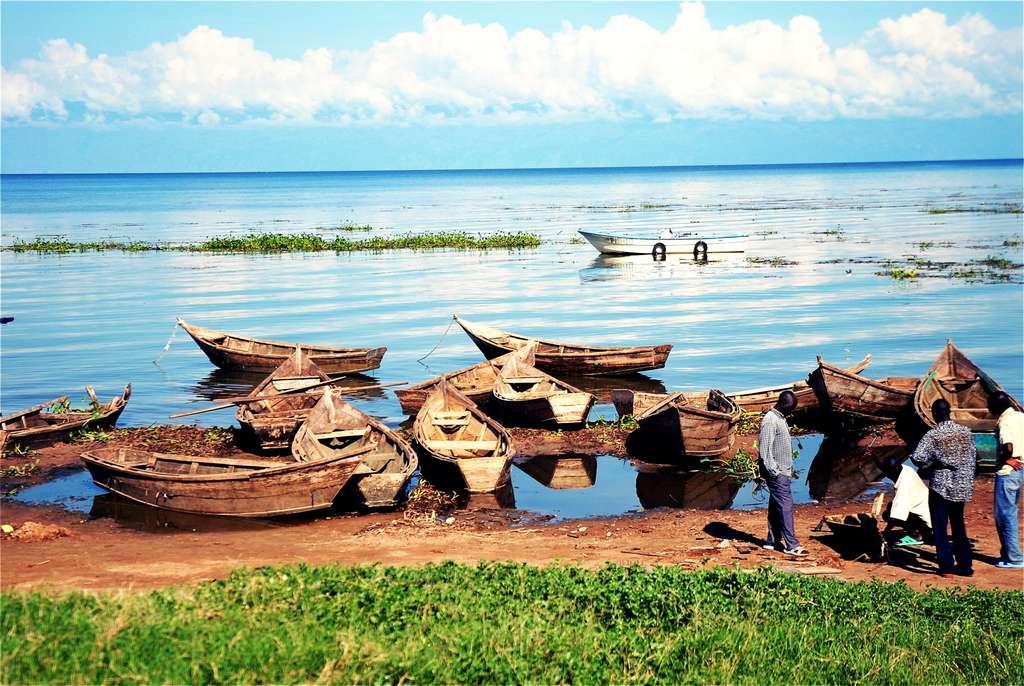 lake-victoria-lake-uganda-boats_PD