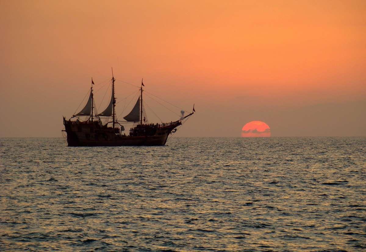 sea-ocean-horizon-boat-calm-sea_PD