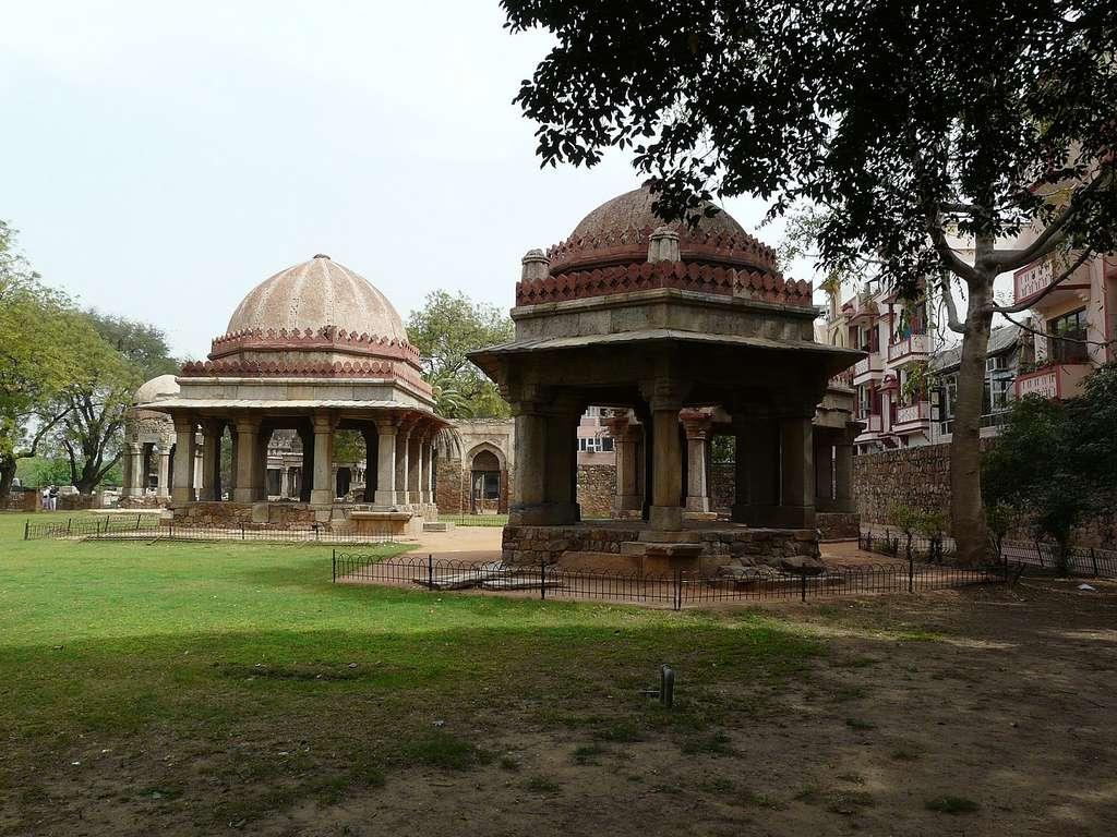 Tombs_at_Hauz_Khas_Wikimedia_CCBY2.0