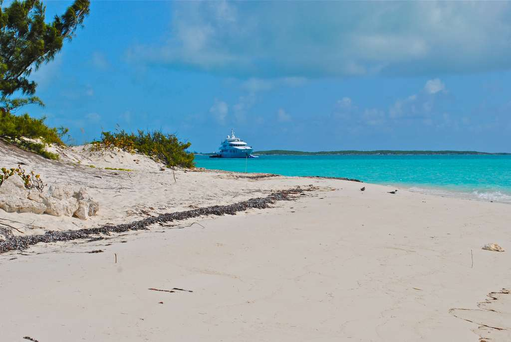 exumas-bahamas-megayacht-yacht_PD