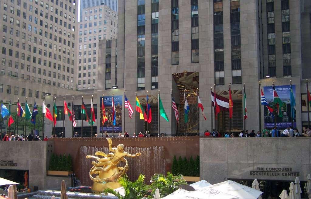 new-york-rockefeller-center-flags_PD