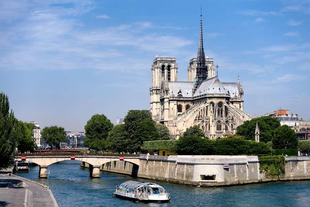 notre-dame-paris-seine-river_PD