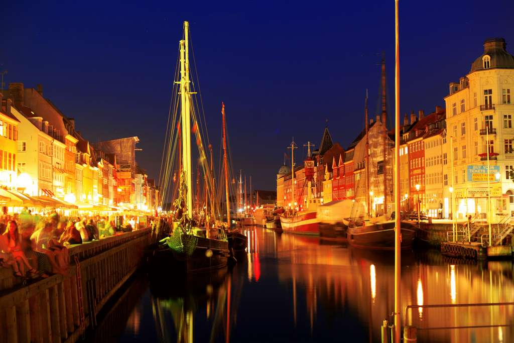 copenhagen-night-lights-sky-yellow PD