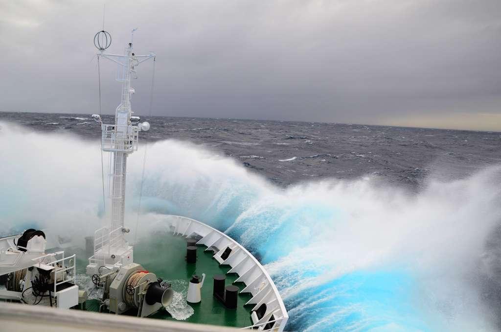 drake-passage-antarctica-waves_PD