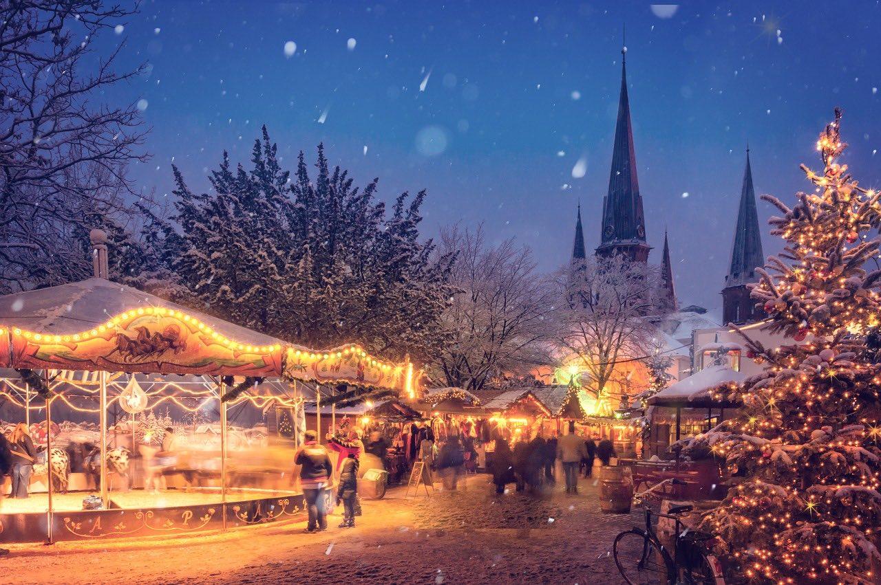 illuminated christmas_germany_europe_PD