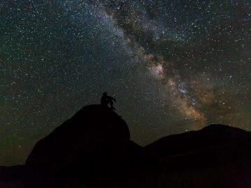milky-way-rocks-night-landscape_PD