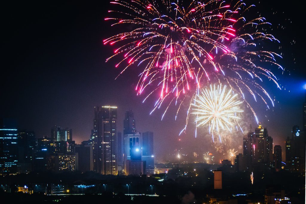 new-year-fireworks-skyline-smoke-philippines