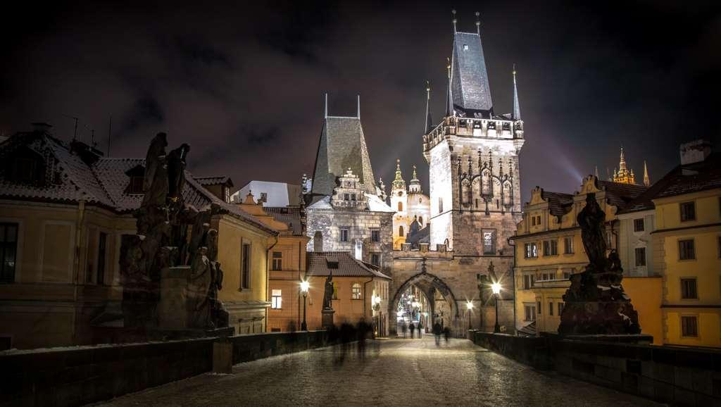 prague-czech-republic-city-river pd