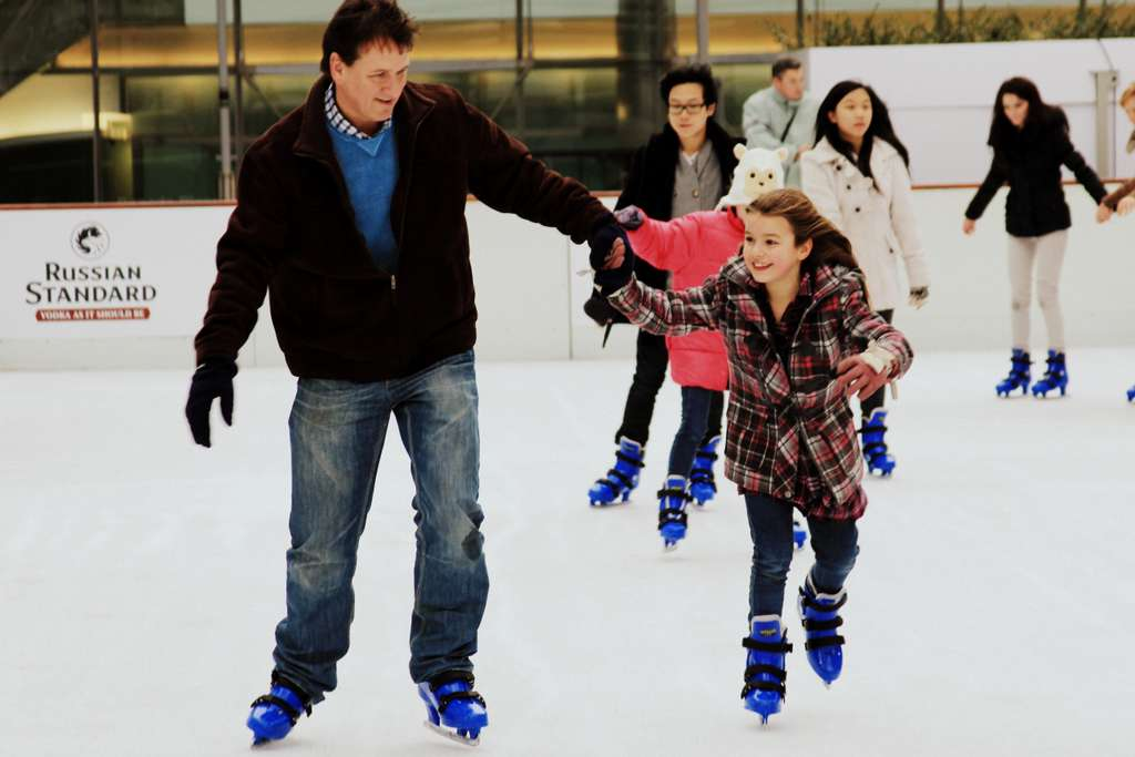 skates-ice-father-and-daughter-rink PD