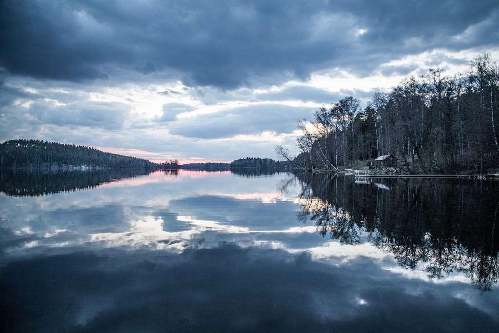 sunset-lake-beautiful-water-sky_nature_sun_idyllic_travel_suomi_finland_dawn_light_blue_cloud_calm_horizon_blur_tree_PD