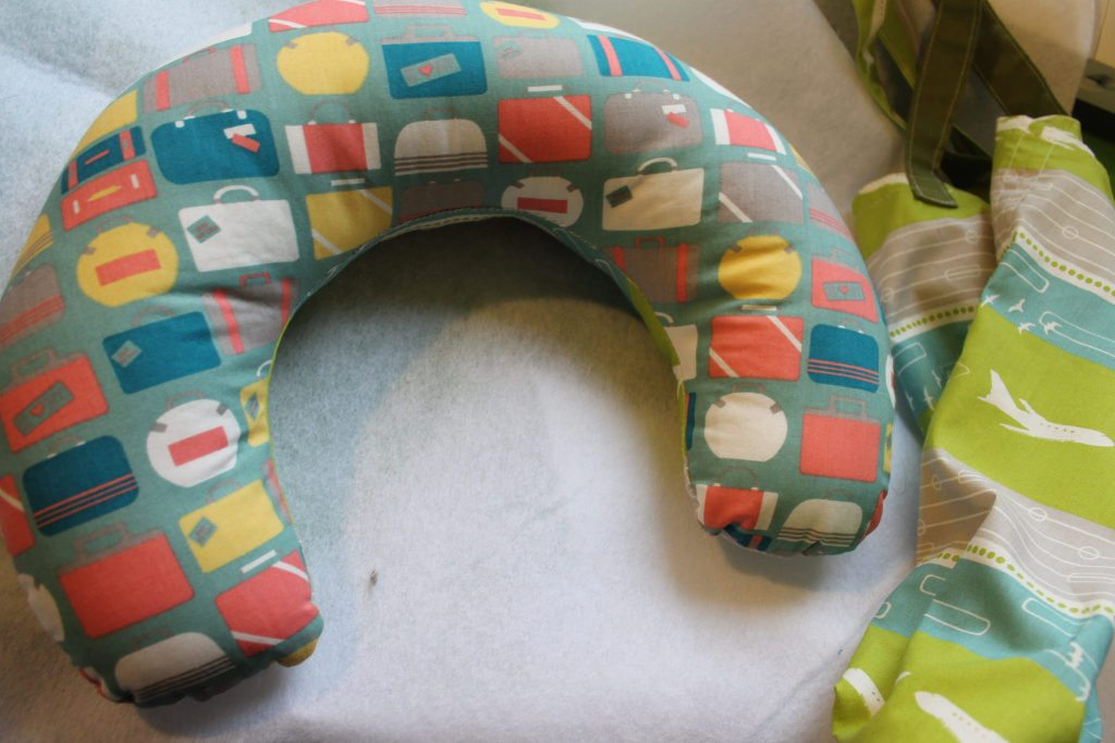 travel-neck-pillow-colorful. Gifts ideas for Travelers. Gifts for Travel Lovers