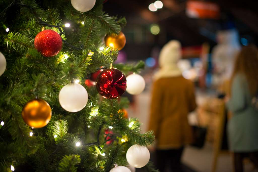 tree-christmas-balls-decoration PD