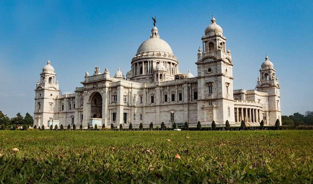 victoria-memorial-india-kolkata_victoria_ancient_building_travel_british_asia_bengal_grass_memory_PD