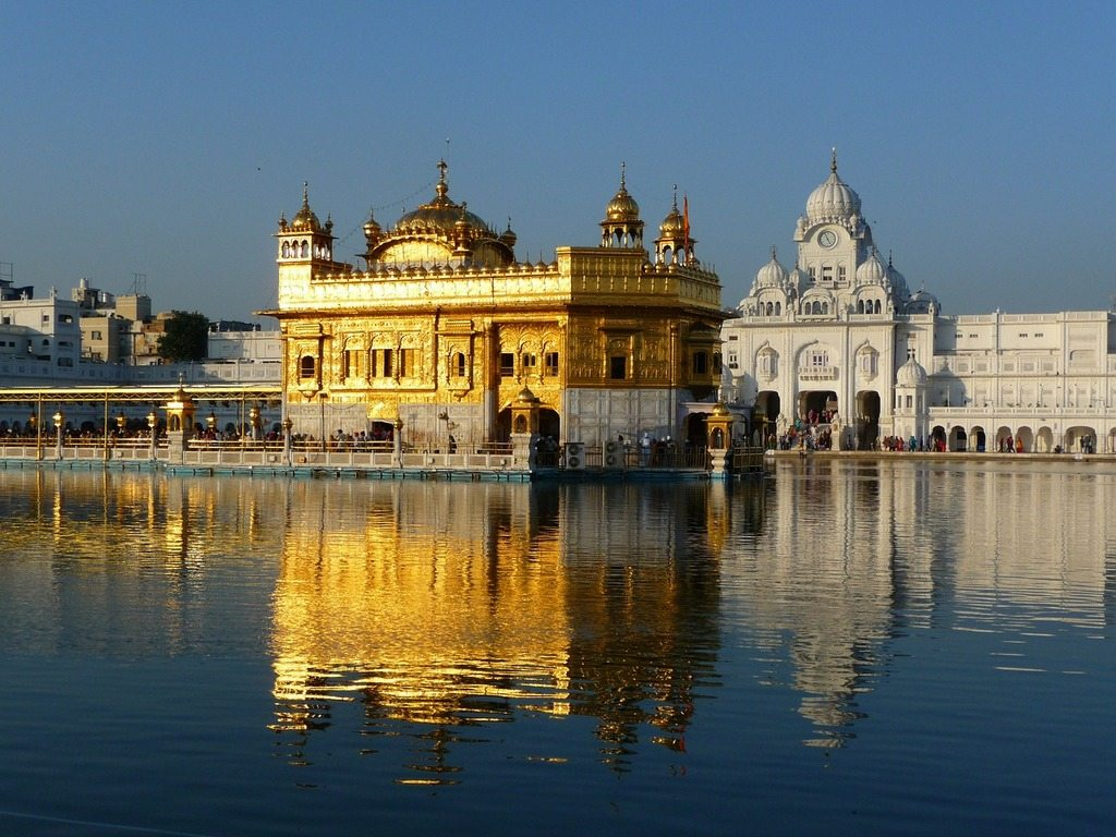 5 Tips For First-Time Visitors To India. Photo Golden Temple, Sikh temple.