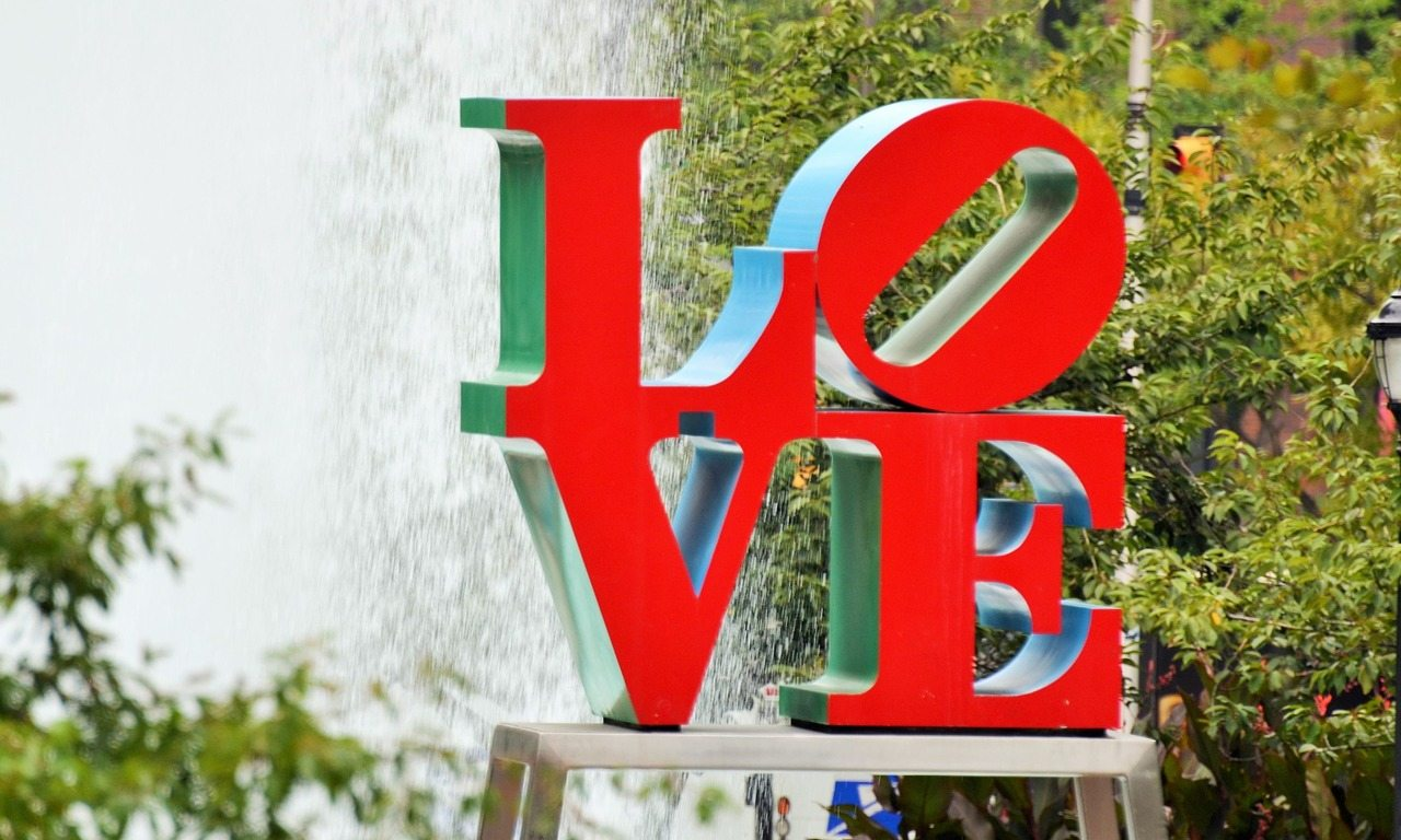 love-philadelphia-modern_art-love_plaza-red-usa-fountain