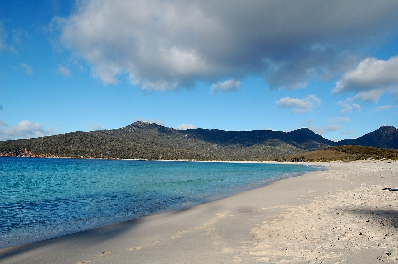 wineglass-bay-tasmania-australia-beach-empty-mountains